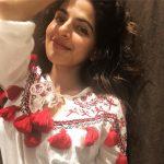 Iswarya Menon, selfie, smile, hair style
