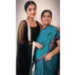 Janani Iyer, mom, rare picture