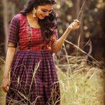 Janani Iyer, natural, smiling
