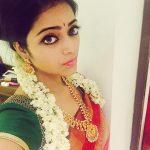 Janani Iyer, saree, traditional, selfie