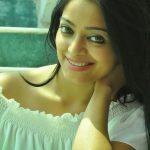 Janani Iyer, smile, best image