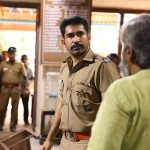 Thimiru Pudichavan, Vijay Antony, police station