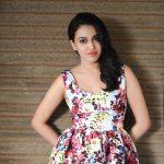 swara bhasker  frock flowered  (1)