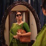 Kaatrin Mozhi, Jyothika, green saree, coolers, mirroe