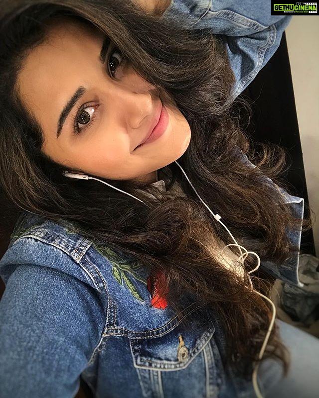 Anupama Parameswaran Hair Style Hd Wallpaper Selfie Gethu Cinema