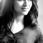 Indhuja, black & white, hair sytle, meyaadha maan
