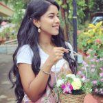 Mirnalini Ravi, Super Delux Actress, Flowers, adorable
