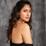 Pragya Jaiswal, side pose, modern actress