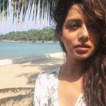 Raiza Wilson, Unseen Selfies, beach, sun light