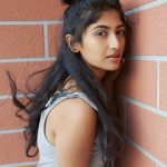 Roshni Prakash, side pose, engaging