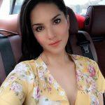 Sunny Leone, selfie, car