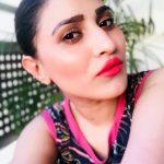 Inayat Sharma, Selfie, red lipsstick