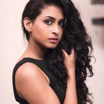 Nithya Naresh, Ennalum Sarath, loose hair