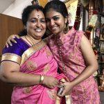 Raveena Ravi, Kaavalthurai ungal nanban Heroine, mom, hug, love
