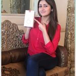 Sayyeshaa, mobile, One Plus6 phone, red dress