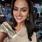 Shraddha Srinath, saree, selfie, latest, Kannada actress
