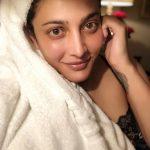Shruti Haasan, after bath, towel, glamour