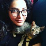 Shruti Haasan, cat, selfie