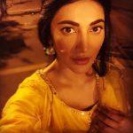 Shruti Haasan, night, yellow light