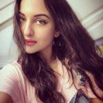 Sonakshi Sinha, Selfie, prestigious