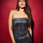 Sonakshi Sinha, Total Dhamaal actress, red background