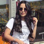 Aanchal Munjal, Sei heroine, white t shirt