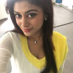 Oviya, 90ml Actress, selfie, top view