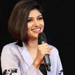 Oviya, Silukkuvarupatti Singam Heroine, stage, mic, speech
