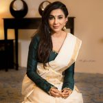 Parvatii Nair, happy face, saree, malayalam actress