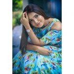 Vani Bhojan, trendy dress, telivision superstar