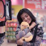 Anju Kurian, Naan Seidha Kurumbu Heroine, doll, hug