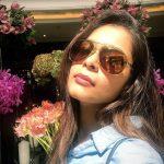 Kiki Vijay, cooling glass, selfie, modren