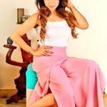 Sakshi Agarwal, Jeyikkira Kuthira Actress, modern dress, pose