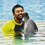 Shanthanu Bhagyaraj, Dolphin, kiss, hd
