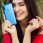 Adah Sharma, Bypass Road Actress, blue mobile, smile