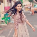 Athulya Ravi, Naadodigal 2 Actress, road, dance
