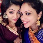 Athulya Ravi, Naadodigal 2 Actress, selfie, friend