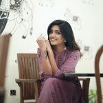 Eesha Rebba, Telugu Heroine, smile, fashionable