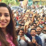 Raiza Wilson, event, selfie, fans