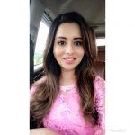 Raiza Wilson, pink, tamil actress, Pyaar Prema Kaadhal