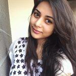 Suza Kumar, selfie, hair style