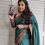 Vidya Balan, Mission Mangal Actress, mobile, selfie, seductive