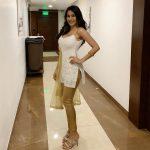 Nikki Tamboli, Cheekati Gadhilo Chithakottudu Heroine, hotel, naughty