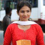 Venba, Maayanadhi Actress, red chudi