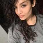 Ritika Singh, curly hair
