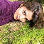 Sai Dhanshika, Iruttu Heroine, grass, lying