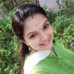 Saranya Mohan, green chudi, smile