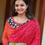 Saranya Mohan, red chudi