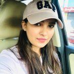 Vani Bhojan, car, cap, serial actress