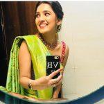 Vani Bhojan, smile, mirror, selfie